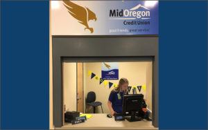 Student at window of Mid Oregon CU Student Branch